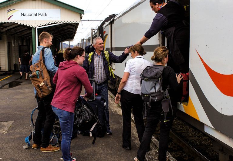 Alltid hjep å få fra KiwiRails betjenter som tar hånd om bagasjen og følger opp passasjerene på hele togturen.