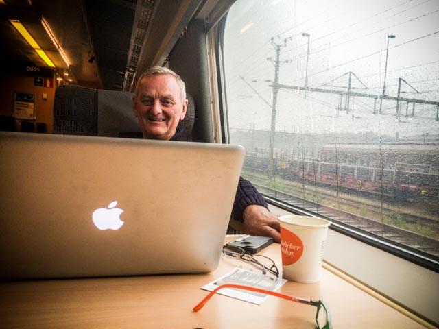 Du surfer gratis på SJs snabbtåg fra Oslo S til Stockholm C, og på egen webside har du full oversikt over fart og fremdrift.
