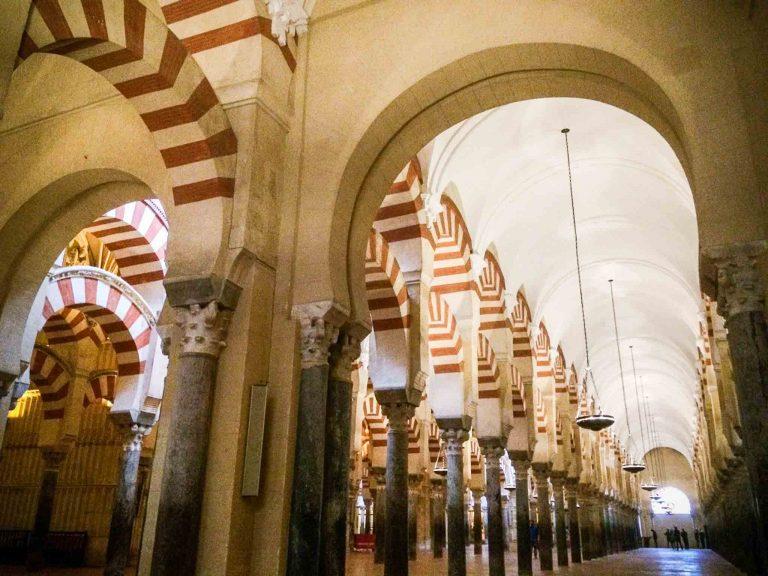 Inne i Mezquita, moske-katedralen i Cordoba