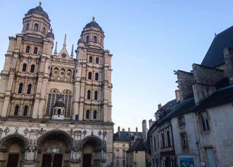 Kveldstur i sennepsbyen Dijon, hovedstaden i den franske regionen Bourgogne.