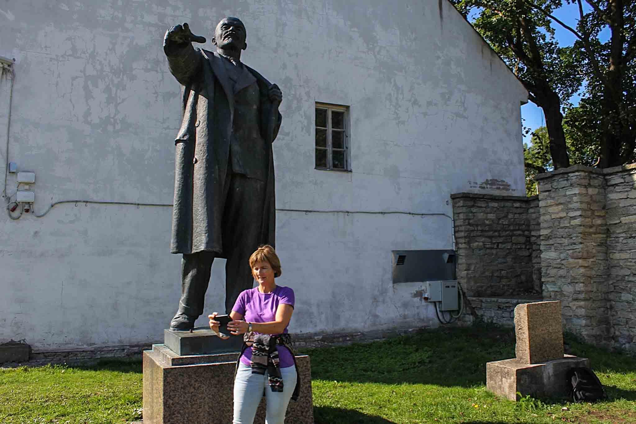 Vi tok toget fra Tallin til Narva og fant Lenin i et bortgjemt hjørne av Hermann-festningen.