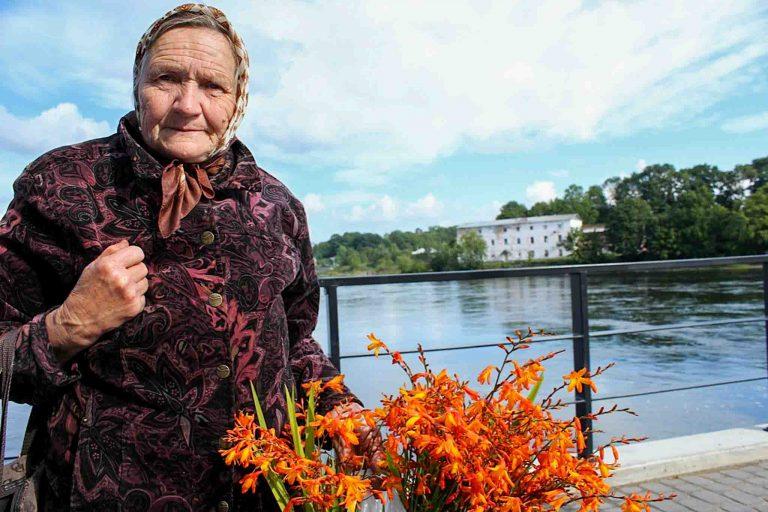 Dette er en av dem vi møtte den dagen vi tok toget fra Tallin til Narva i Estland. Hun snakket russisk, vi snakket norsk.