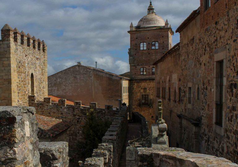 Ta toget til Caceres og få med deg gamlebyen, som velfortjent står på UNESCOs verdensarvliste.