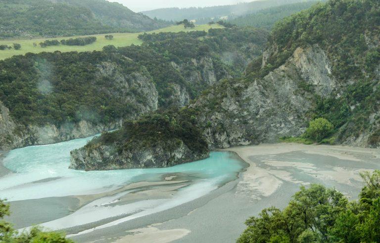 Waimakiriri Gorge sett fra toget Tranz Alpine på New Zealand.