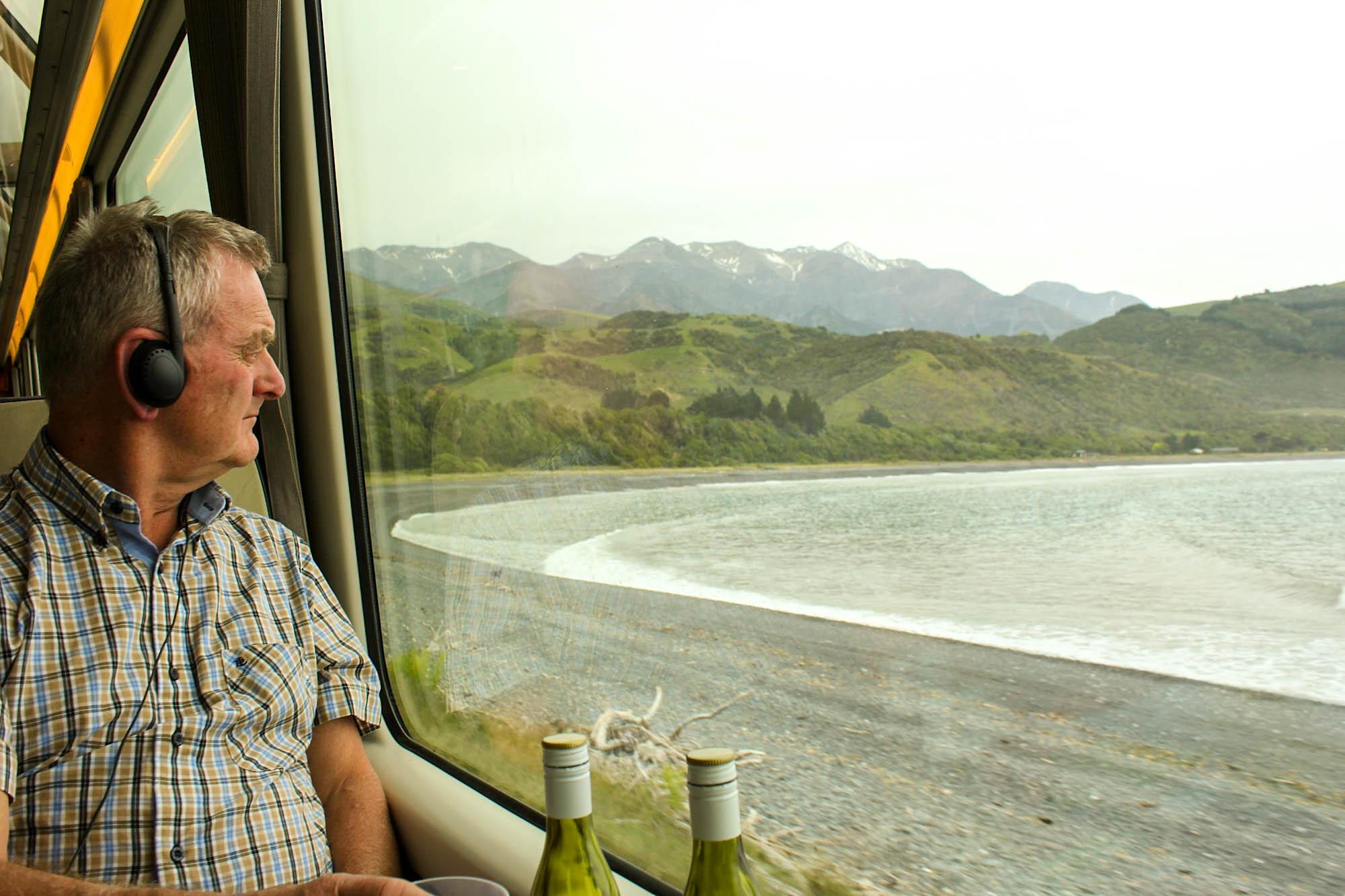 Bildet er tatt på toget Coastal Pacific, langs østkysten av sørøya på New Zealand. Vi har Marlborough i glasset og vindistriktet med samme navn ligger bak oss.