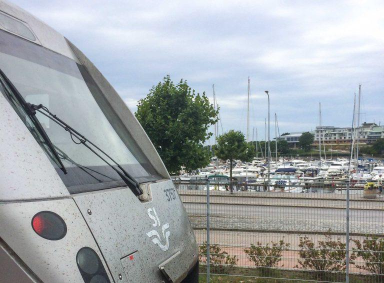 Sommertoget fra Strømstad til Stockholm klar til avgang.