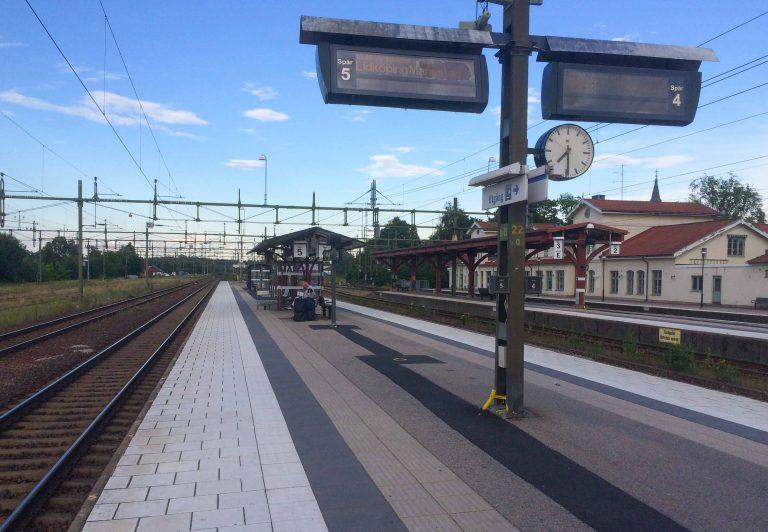 Det var bare vi som gikk av toget i Herrljunga denne lørdag ettermiddagen.