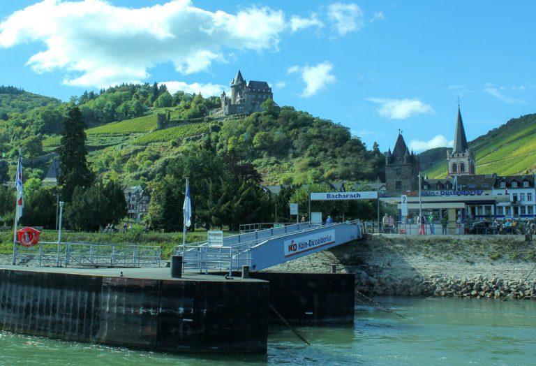 Ankomst Bacharach med KDs rutebåt på Rhinen.