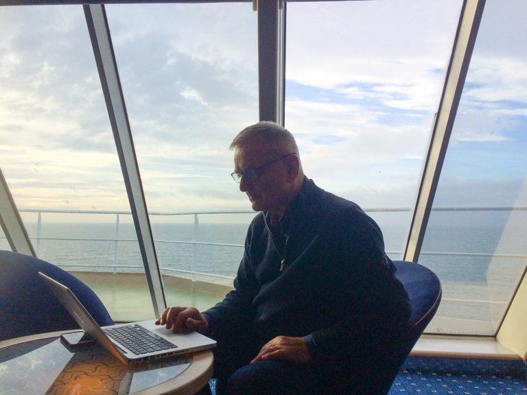 Dagens kontor om bord på ferjen fra Holyhead til Dublin./Todays office on board the ferry from Holyhead to Dublin.