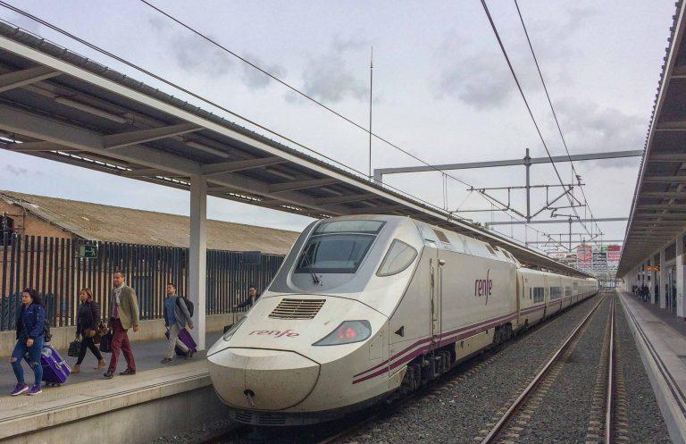 Interrail-billetten har brakt meg til Valencia. Spent på å se byen for første gang.