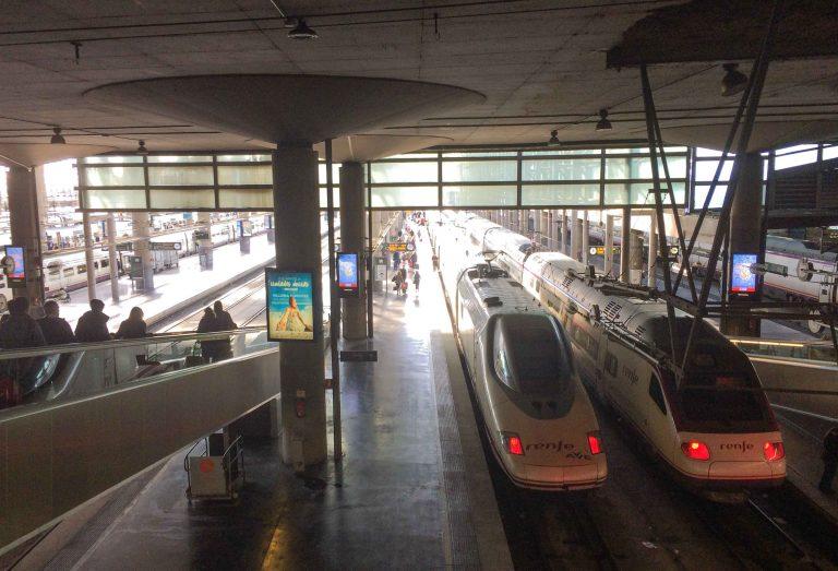Interrail i Spania betyr at du kan velg og vrake i supertog fra Madrid, men husk setereservasjon.