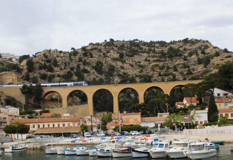 De beste togreisene: I La Redonne ser du toget når det kommer.