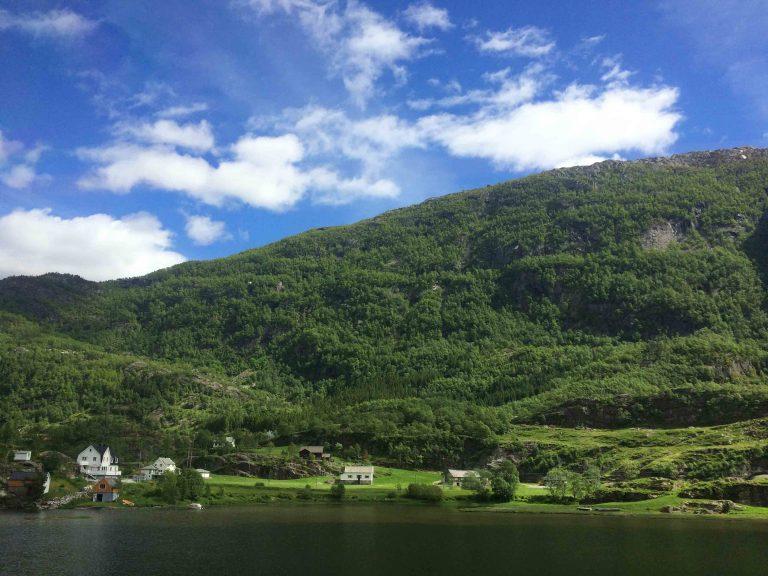 Voss sett fra Bergensbanen.