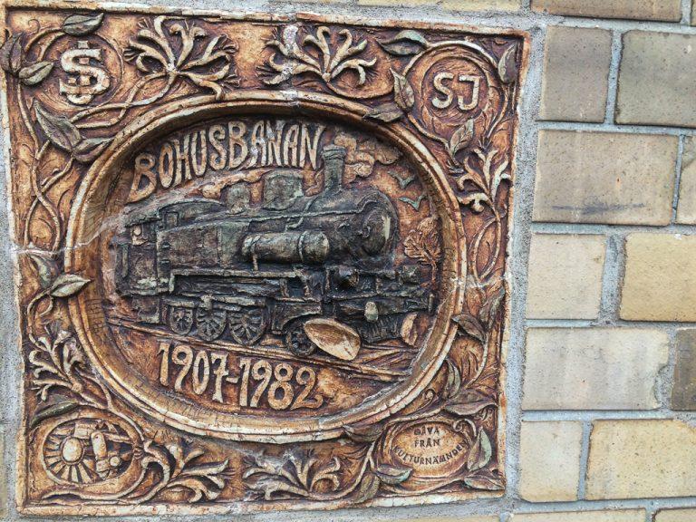 Et gammelt skilt på Uddevalla stasjon.