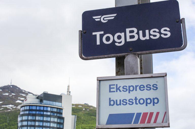 Fortsatt ingen jernbane mellom Narvik og Bodø, men TogBuss finnes.