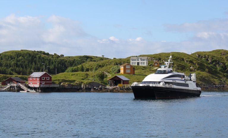 Fra Bodø: hurtigbåt ut i Vestfjorden.