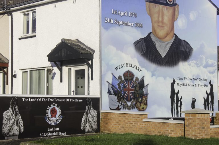 Et veggmaleri fra protestantisk side av Belfast.