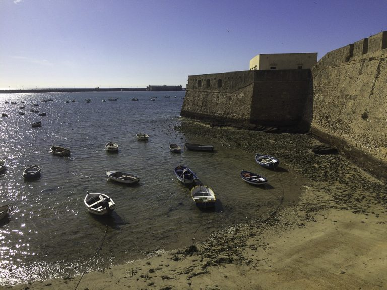 Utsikt til Castillo de Santa Catalina i Cadiz.
