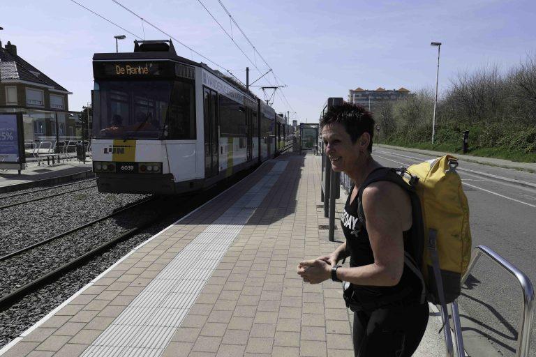 Interrail-tips: Kombiner togloffing med trikkeloffing på kysten av Belgia. Her er vi klare for å starte!