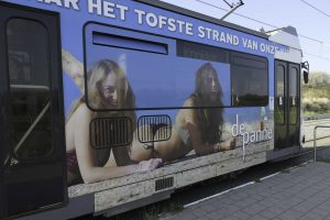Dette er badetrikken i Belgia! Den går mellom 15 byer langs en 7 mil lang kyst.