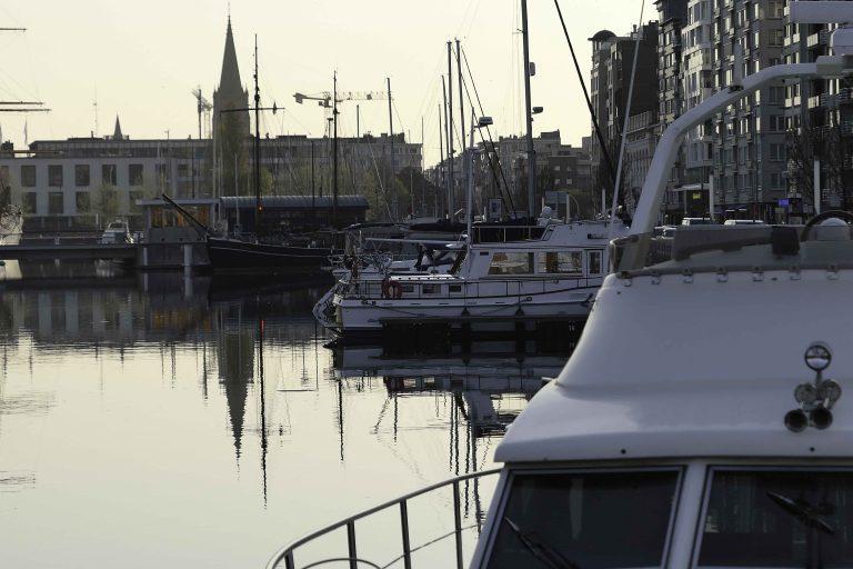 Kveldsstund i småbåthavnen i Oostende.