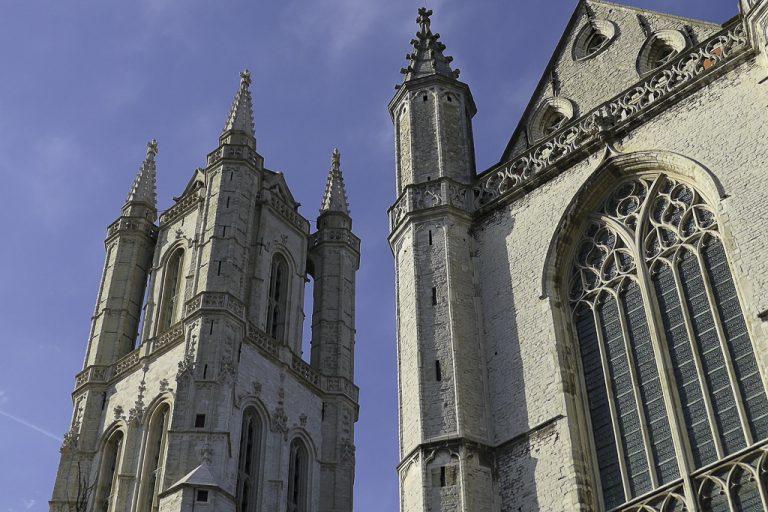 Jeg tok tog til Gent, og kom til en by som blant annet er kjent for altertavlen her i St Bavo-katedralen.