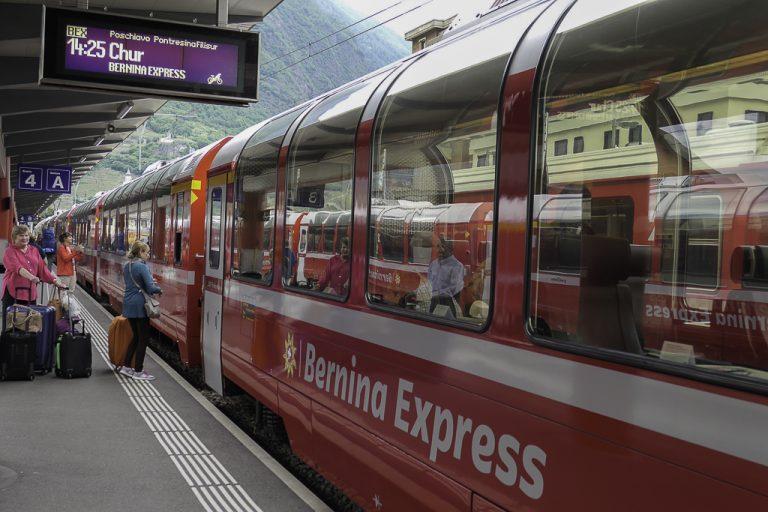 Bernina Express snart klar for avgang fra Tirano i Nord-Italia.
