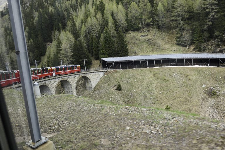 Ingeiørene har hatt lange dager på jobb for å bygge Bernina-banen.