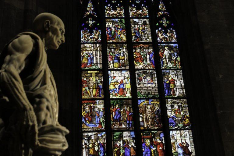 """Fra Duomo di Milano: St Bartholomew, helgenen som er udødeliggjort i en """"hudløs"""" skulptur av Marco D'Agrate fra 1562."""