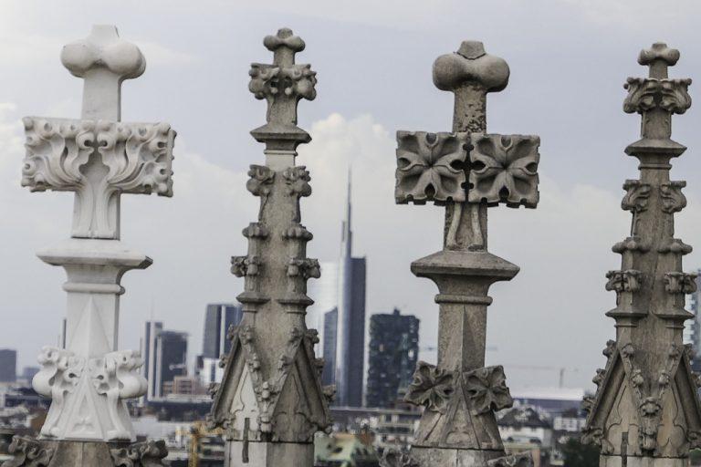 Der oppe på taket av katedralen i Milano hadde vi et utrolig utvalg av statuer og skulturer rundt oss (3500 i alt, om Wikipedia-forfatterne har talt riktig).