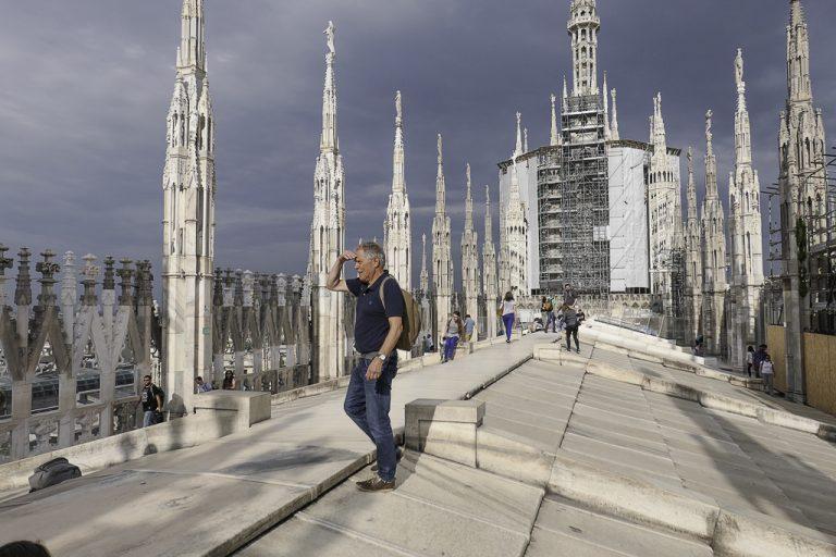 Har du først tatt heisen opp til taket av katedralen, ikke gi deg! Det kan virke litt trangt og utilgjengelig med det samme, men jeg kom dit med Atle som har bodd i Milano en stund, og han viste vei. Til slutt var vi helt oppe..