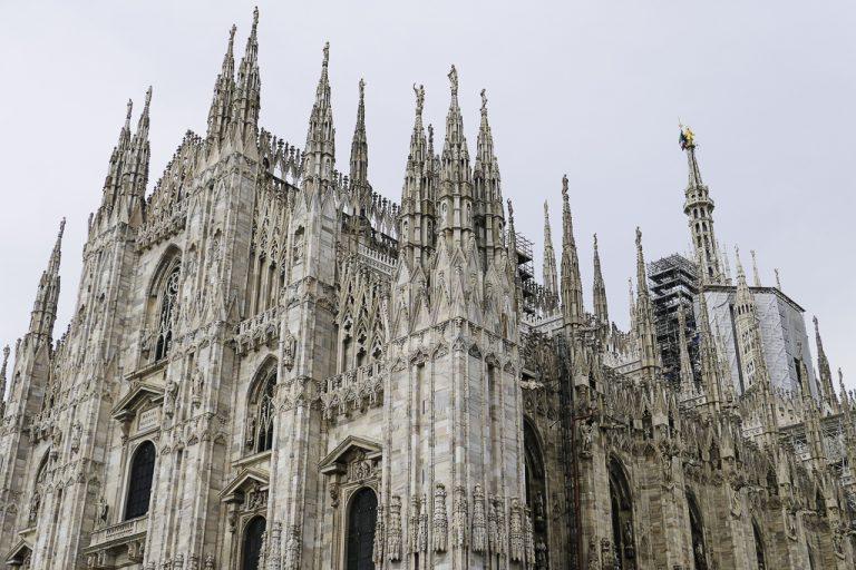 Det er bare katedralen, Duomo di Milano, som ruver enda større i bybildet. Den er til gjengjeld enorm, verdens tredje største!