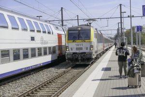 Togbytte på Welkenraedt Bahnhof, Belgia, underveis på reisen med tog til London.