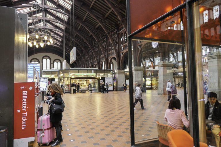 København Hovedbanegård - en av stasjonene underveis på reisen med tog til London.