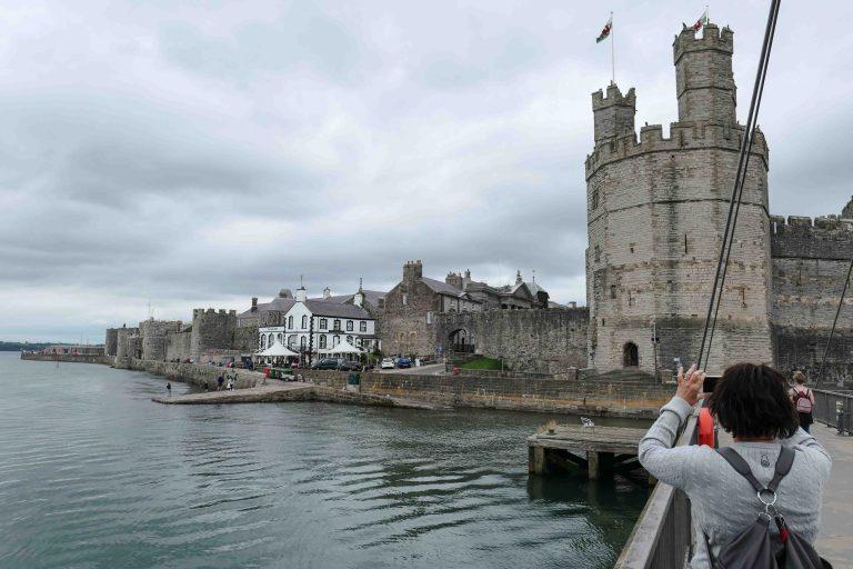 Caernarfon slott - det er her de britiske tronarvingene har fått sin tittel, Prinsen av Wales.