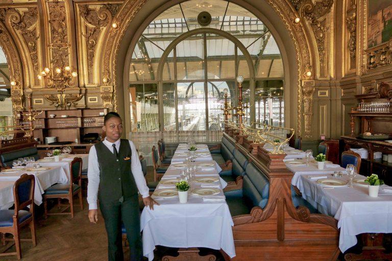 Bienvenue à la table! Restaurant Le Train Bleu, Gare de Lyon, Paris. Jeg tok lunsj her underveis på reisen med tog til Spania.