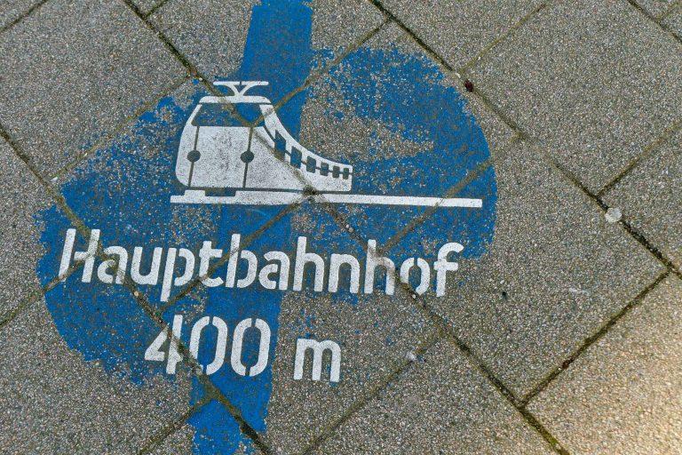 Kort avstand fra Kielfergen til jernbanestasjonen og lett å finne frem.