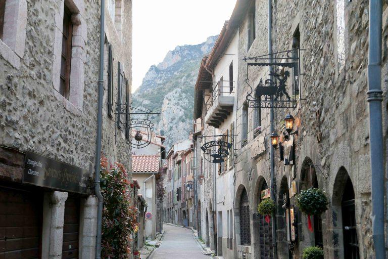 Villefranche de Conflent har to gater. Dette er den ene.