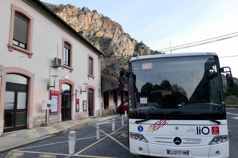 """Mellom Villefranche Vernet les Bains og Perpignan er det """"buss for gult tog""""."""