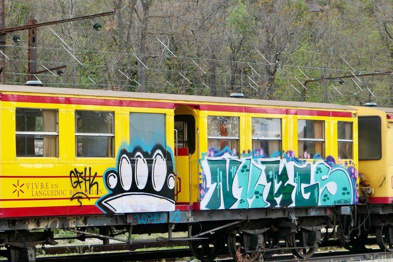 Det gule toget med alternative farger. Noen syntes kanskje det ble for mye gult?