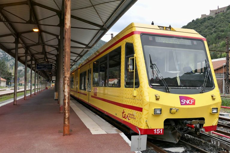 Det gule toget i Pyreneene har hentet fargene sine fra det katalanske flagget.