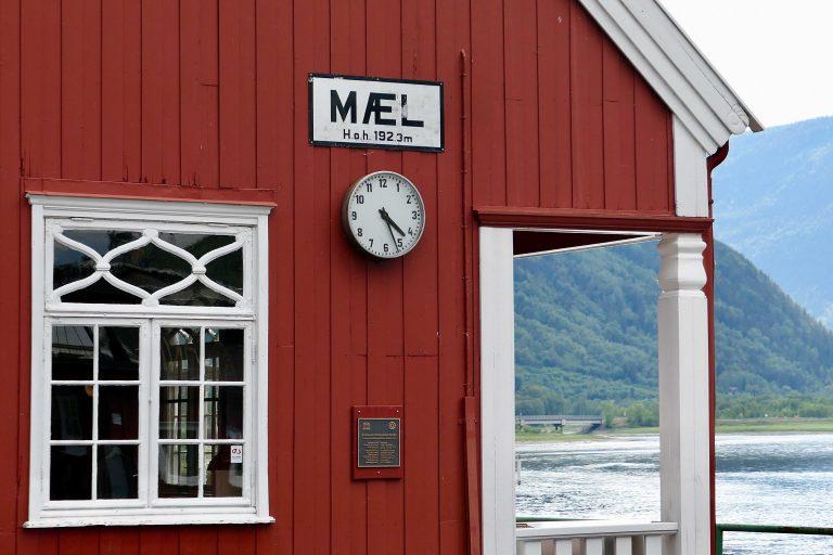 På Mæl stasjon ved Tinnsjøen er det i dag café og velholdt museumsområde.