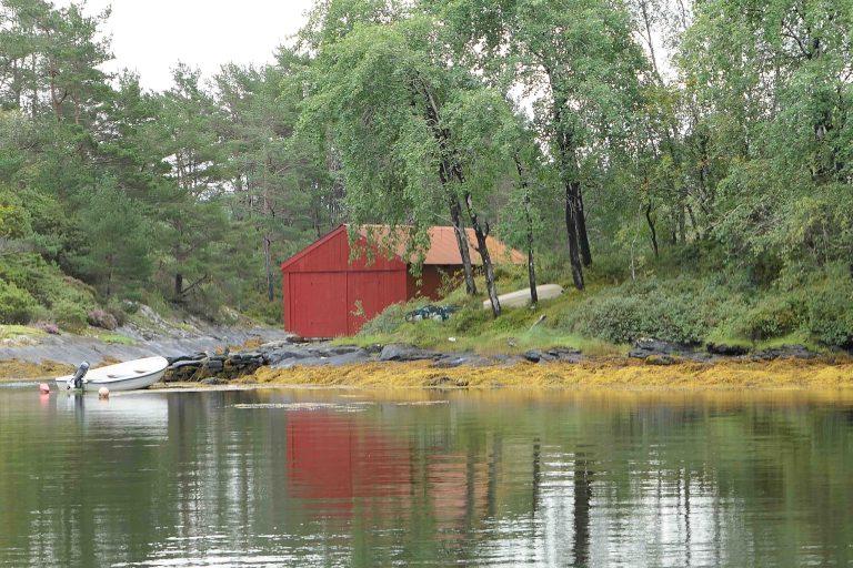 Her er vårt egentlige mål for reisen: Barndomsminner og røtter på Strilelandet.