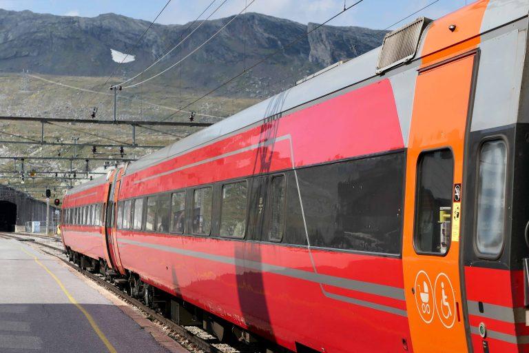 Ankomst Finse 1222 med toget fra Bergen.