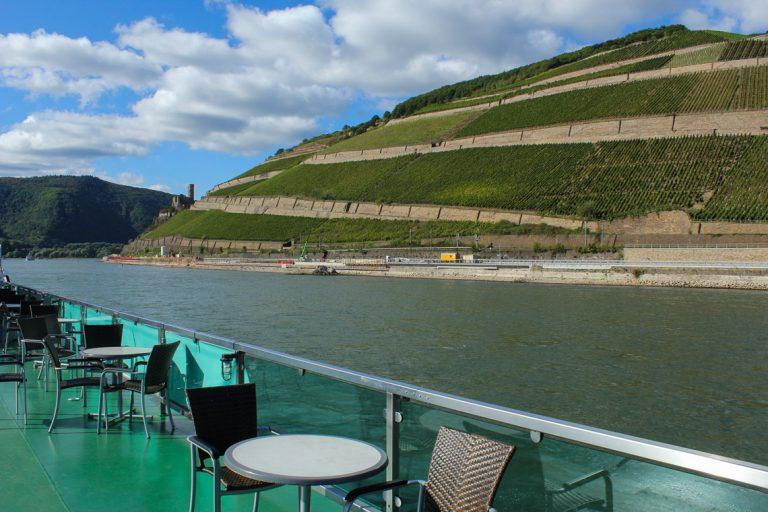 Fra et båtdekk på Rhinen, bildet er tatt i oktober og viser hvor rolig det kan være for den som reiser på ferie utenom sesong.