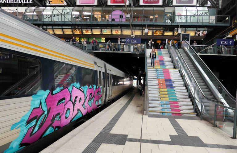Hamburg Hauptbahnhof. Skal vi på en togferie i Europa, er dette knutepunktet vi må innom - uansett årstid.