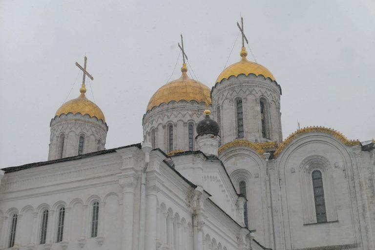 The Cathedral of the Assumtion: Hvit sten og gyldne kupler. Det var slik de bygde sine katedraler i Vladimir på 1100-tallet.