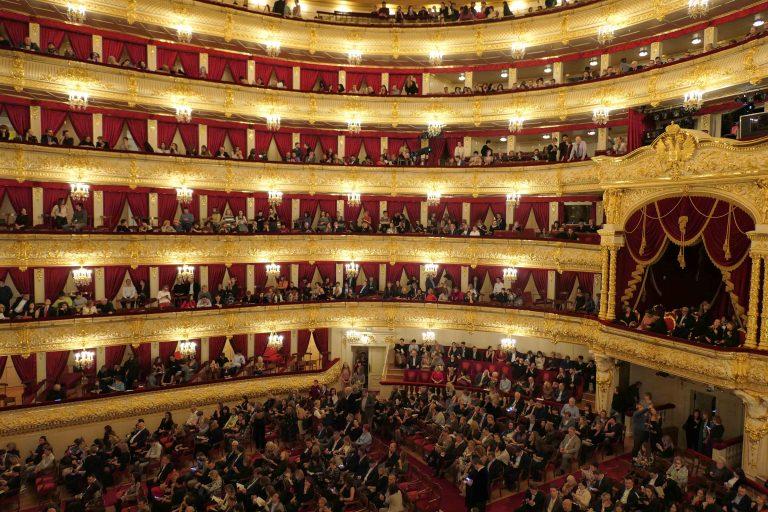 Utsikt fra 3. balkong i minuttene før forestillingen «Nureyev» begynner.