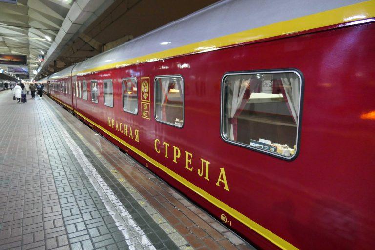 Mandag kveld like før midnatt: Vi er på hjemreise. På Leningradsky-stasjonen står nattogklassikeren Red Arrow oppstilt klar for avgang kl 23.55. Slik har det vært siden 1931.