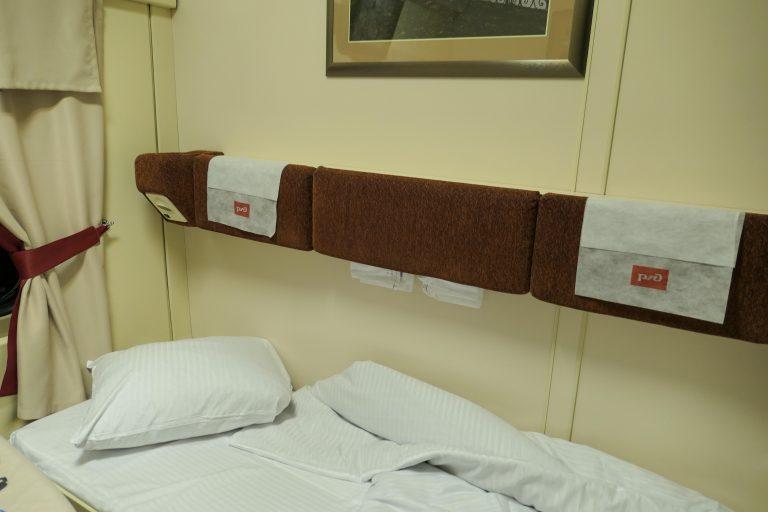 Oppredd seng om bord i nattoget Red Arrow fra Moskva.